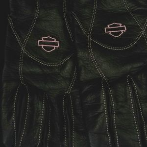 Harley Davidson Black Leather w/pink stitch Gloves